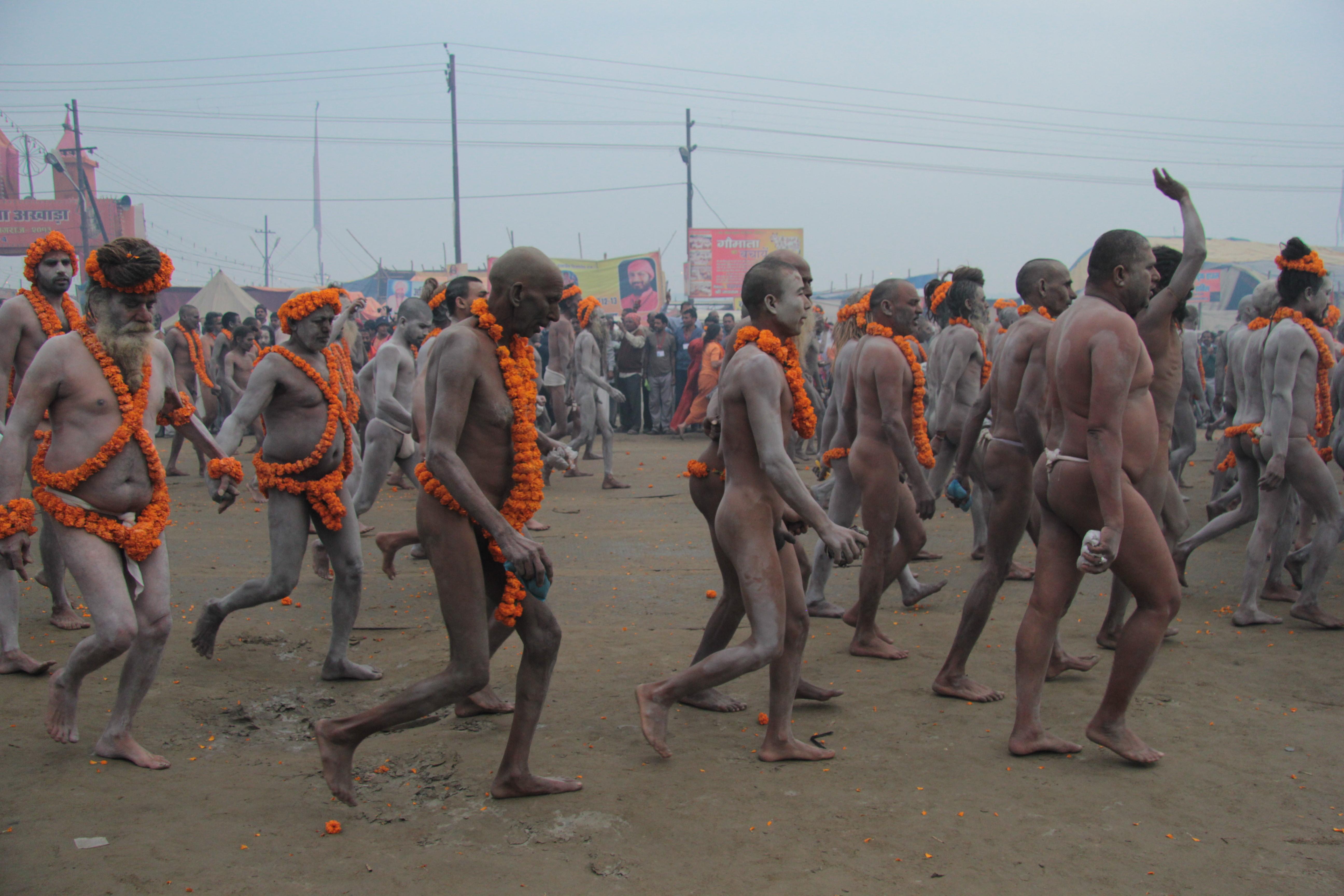 Il grande bagno rituale nel cuore del kumbh mela - Bagno nel gange malattie ...
